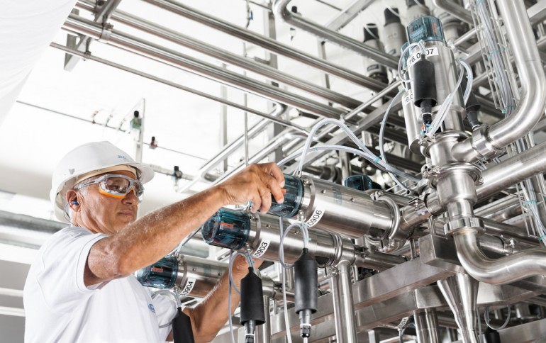 Maintaining valves in a dairy production plant